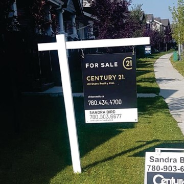 c21 Residential Rental Lawn Sign Install